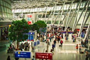 germanizando aeropuerto en una provincia alemana